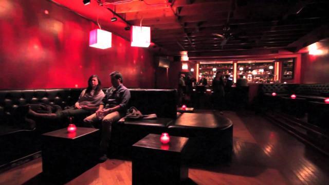 Bar de chicago es criticado por estricto código de vestimenta para sus clientes
