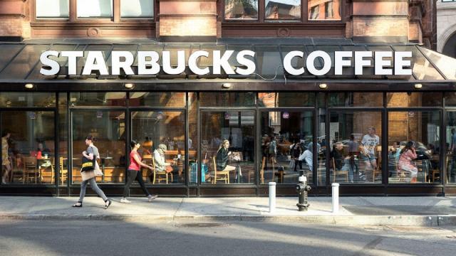 La compañía Starbucks cerrará en Estados Unidos por un incidente racial
