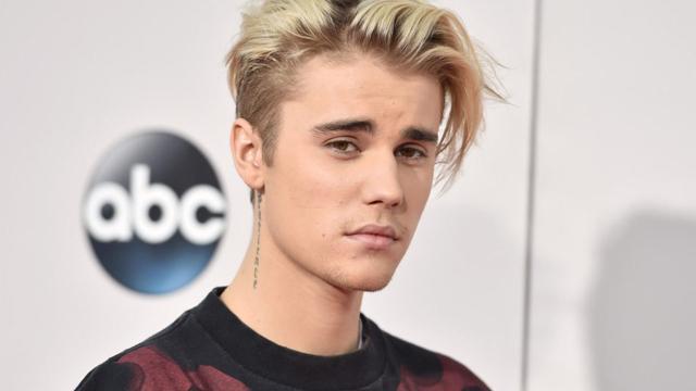 Mel Fire, atriz de filmes adultos, fez show para Bieber em Las Vegas, veja