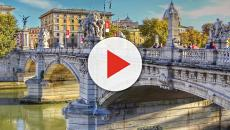 Roma, la svolta della Raggi: rimpatri assistiti per i rom