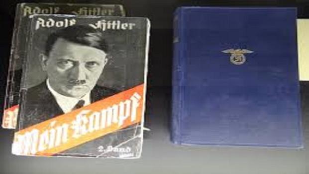 Gratis a teatro chi porta svastica al 'Mein Kampf': scoppia la polemica