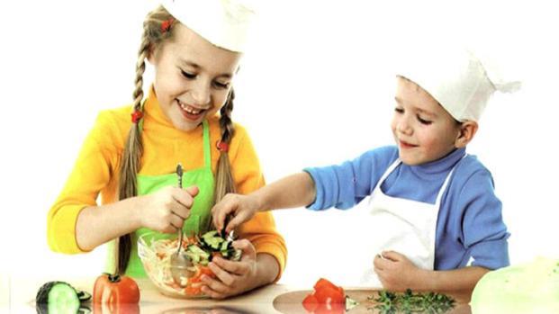 VIDEO: Pequeños chefs en la cocina de mamá