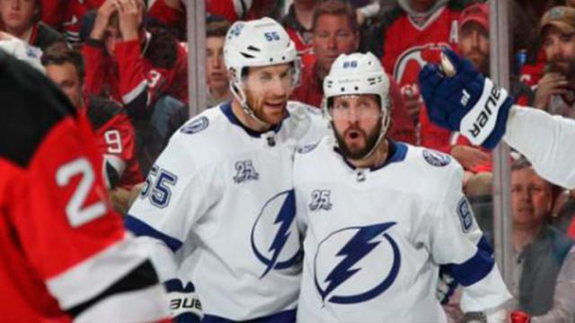 El Lightning de Kucherov electrocuta a los Devils en el juego 4 en Nueva Jersey