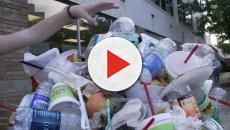 El plástico gigante 'berg' bloquea en el río de Indonesia