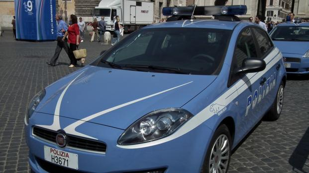 Poliziotto provoca un incidente e scappa
