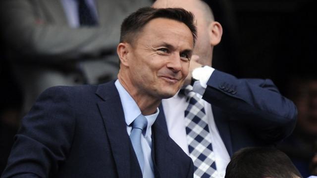 Dennis Wise quiere que su ex club el Chelsea lo firme