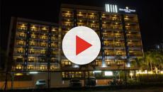 Vídeo: Polícia flagra homens e mulheres em hotel durante festa sexual