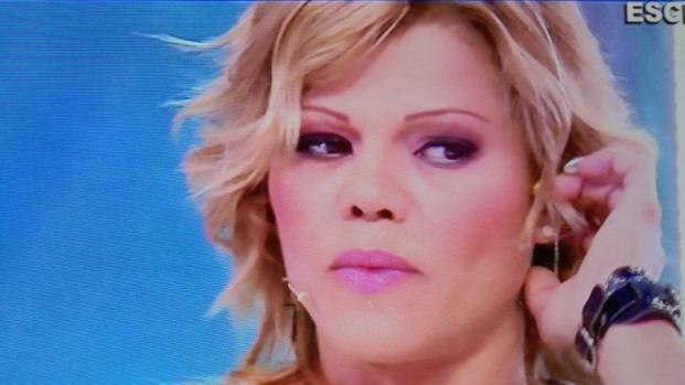 """Gf, Floriana Secondi attacca Simone Coccia: """"Mi mandava foto hard"""""""
