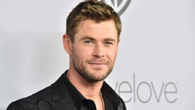 Chris Hemsworth entrena 2 veces al día para mantenerse en forma