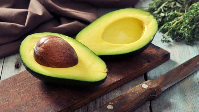 ¿Un aguacate al día reduce el colesterol malo?