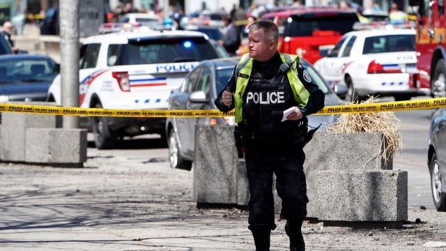 Le conducteur arrêté sans être tué à Toronto
