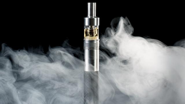 Es por esto que los cigarrillos electrónicos harían menos daño que las 'rubias'