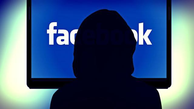 Facebook acusado de acoso por parlamentarios