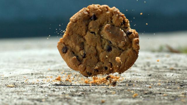 Regla de 5 segundos, pero para algunos alimentos podría ser de 30 minutos o más