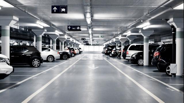La ciudad considera nuevos estándares para estacionamientos en el centro