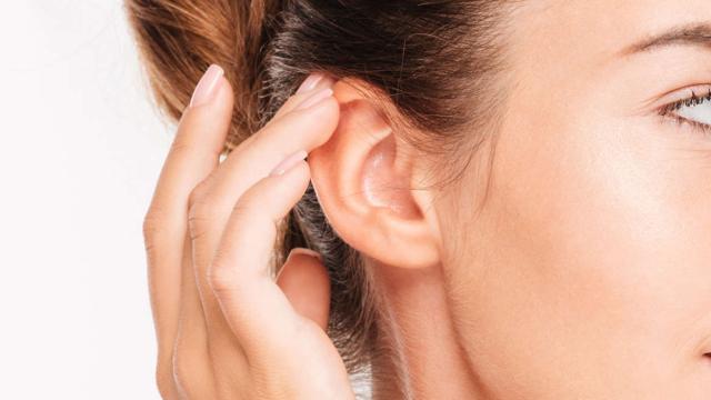 ¿Cómo deshacer las espinillas en las orejas?
