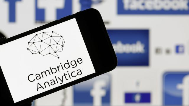 Cambridge Analytica cierra luego del escándalo de Facebook
