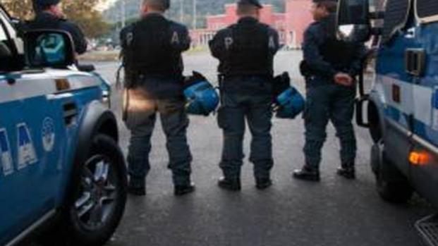 Roma: rapinavano ignari passanti vestiti da poliziotti