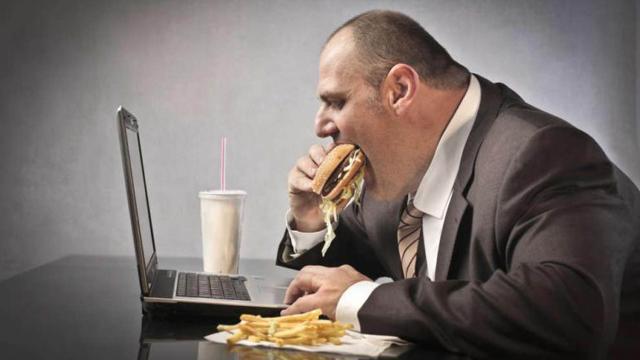 La mayoría de la obesidad mortal de fumar y el alcohol