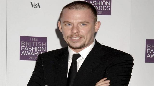 Alexander McQueen: El diseñador de moda mas querido en la historia de Hollywood