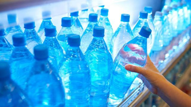 ¿Es seguro beber el agua embotellada?