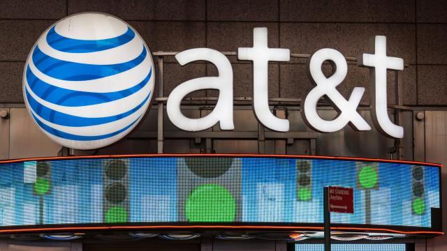 AT&T dice que no necesita condiciones para su acuerdo con Time Warner