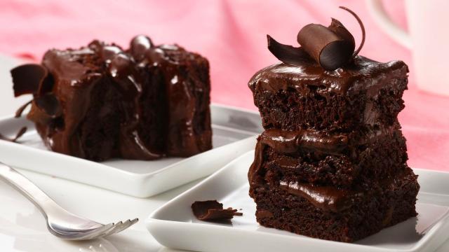 Receta: Pastel de chocolate esponjoso y muy jugoso
