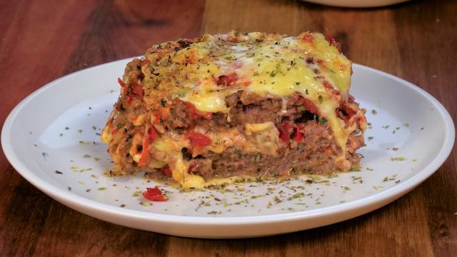 Receta: Pastel de carne con salchichas