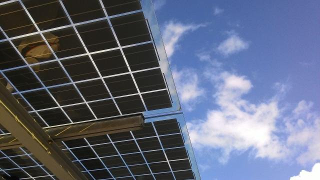 El nuevo mandato de energía de California ahorrará dinero pero al costo