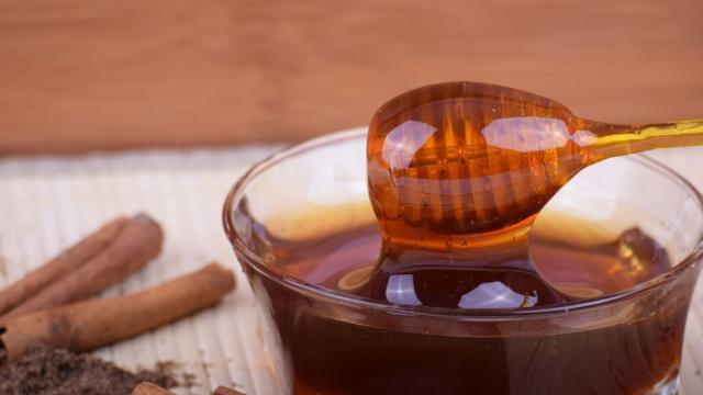 Beneficios de la miel: cómo puede curar por dentro y por fuera