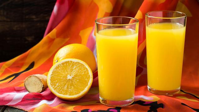 Durante el calor, beba un vaso de jugo por la mañana, ¡propiedades del Apio!