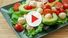 VIDEO: aprende esta receta casera: ensalada de aguacate con tomate