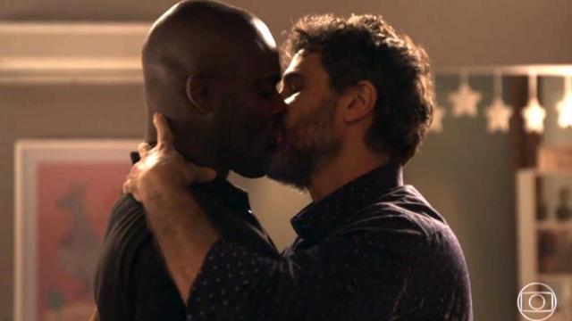 Com beijo épico, casal Samuel e Cido de 'O Outro Lado do Paraíso', veja