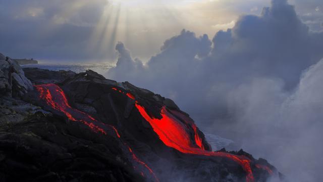 Desastre en Hawái: la lava se arrastra, derritiendo autos y casas