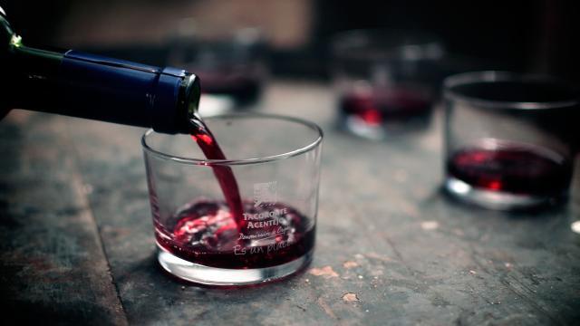 Cáncer de mama: un vaso de vino por día aumenta el riesgo hasta en un 9%