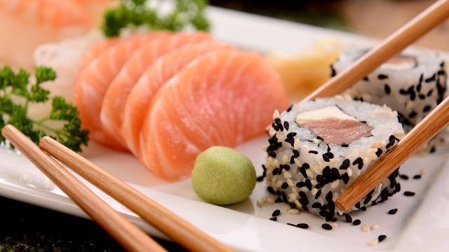 ¿Comes sushi y pescado crudo? le indicamos cómo averiguar si tomó el anisakis