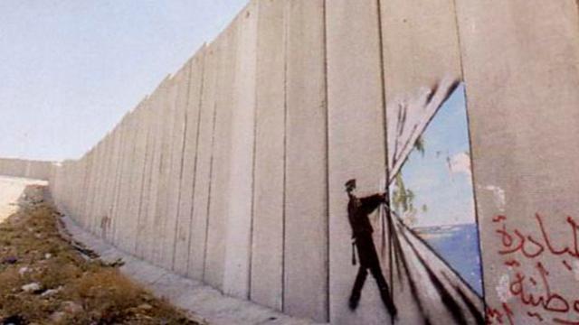 """El """"Muro de la vergüenza"""" se pinta de colores"""