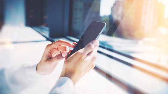 El teléfono celular es malo para tu cerebro? Mejor usarlo poco y con auriculares