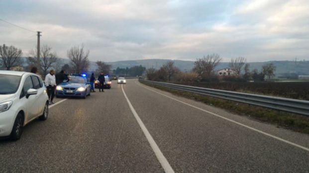 L'auto si è schiantata contro un mezzo della Protezione civile