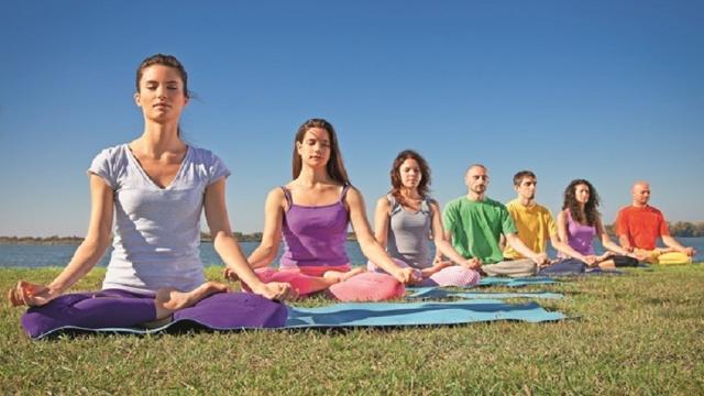 Realiza una clase de yoga y conectate con tu cuerpo y tus deseos