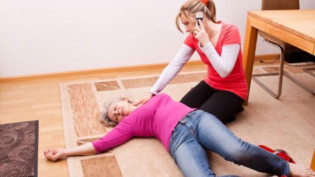 ¿Qué causa que una persona se desmaye?