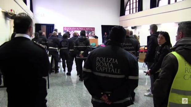 Tor Bella manica: blitz della polizia per cancellare i murales dei boss