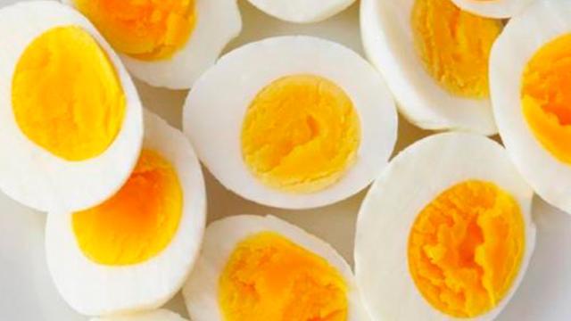 Comer un huevo diario se relaciona con un riesgo menor de enfermedad cardíaca