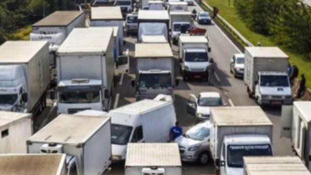 Greve dos caminhoneiros agora: governo poderá tomar caminhões, veja