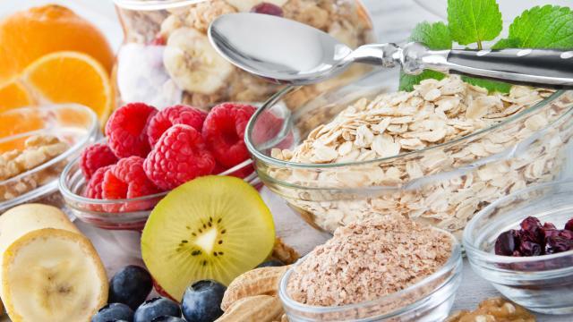 El hambre nerviosa: causas, cómo controlarlo y alternativas a la comida chatarra