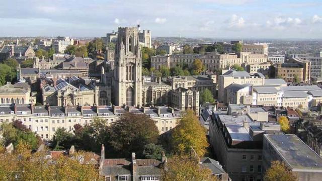 Universidad de Bristol están un creciente enojo después de los suicidios