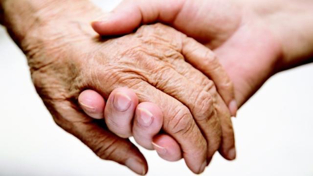 El porqué envejecer te da picazón en la piel