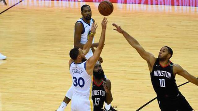 El rally de Curry en el tercer cuarto, guía a los Warriors a las NBA Finals