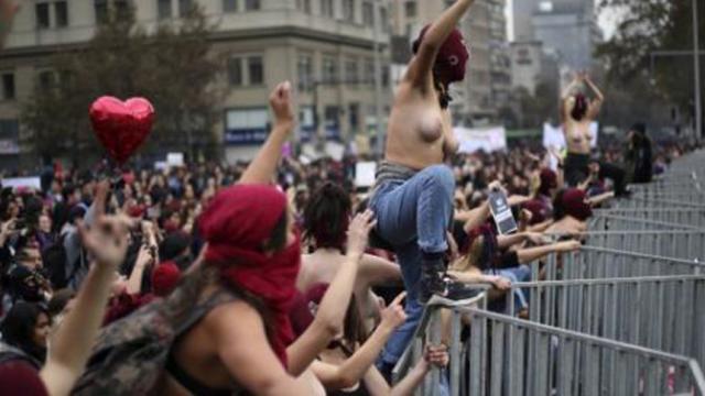 Crimenes sexuales en universidad explotan