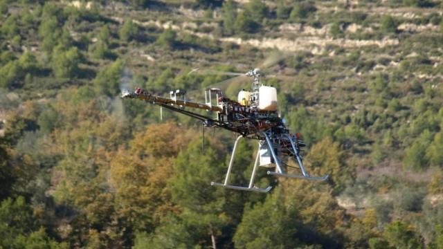 Robot aéreo que puede transformarse en vuelo